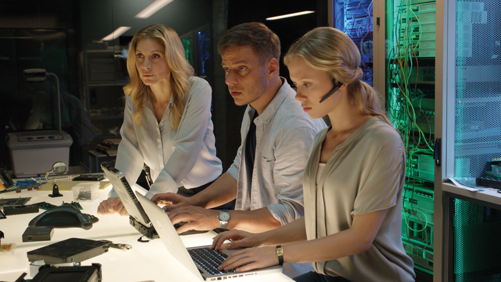 procedural-CL3-LtoR-Elizabeth-Mitchell-Tom-Wlaschiha-Naomi-Battrick